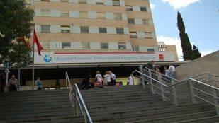 Dos niños heridos graves tras caer desde una claraboya