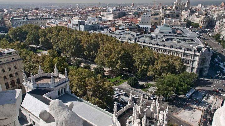 Vista del paseo del Prado desde el Palacio de Cibeles