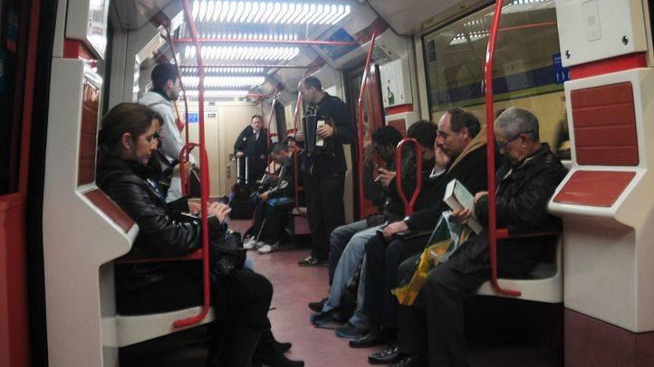 Ocho personas precisan atención médica tras esparcir un hombre espray de defensa en el metro