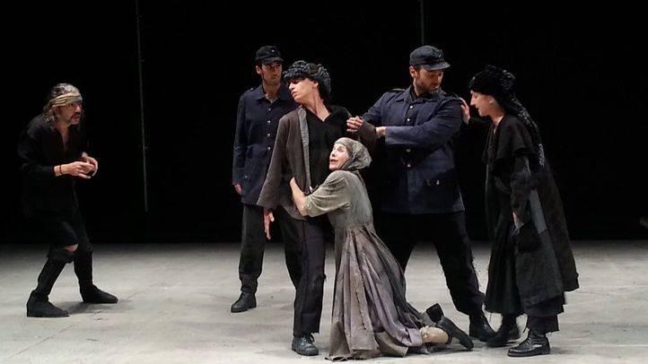 Ensayo de la obra Madre Coraje en el teatro Naves del Español