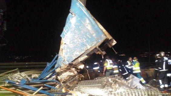 Fallece un camionero tras colisionar con una señal en los túneles de Guadarrama de la AP-6