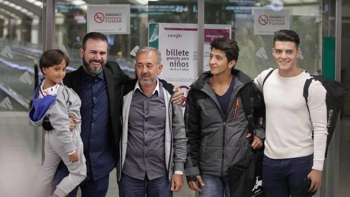 El refugiado sirio y dos de sus hijos terminan su largo viaje en Getafe
