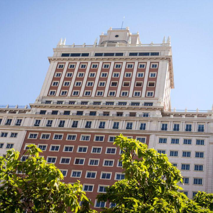 La hotelera Riu se queda con el Edificio España, del que Baraka será inquilino