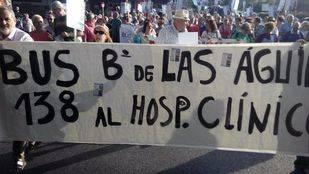 Vecinos de Latina se manifiestan por un autobús directo al Clínico