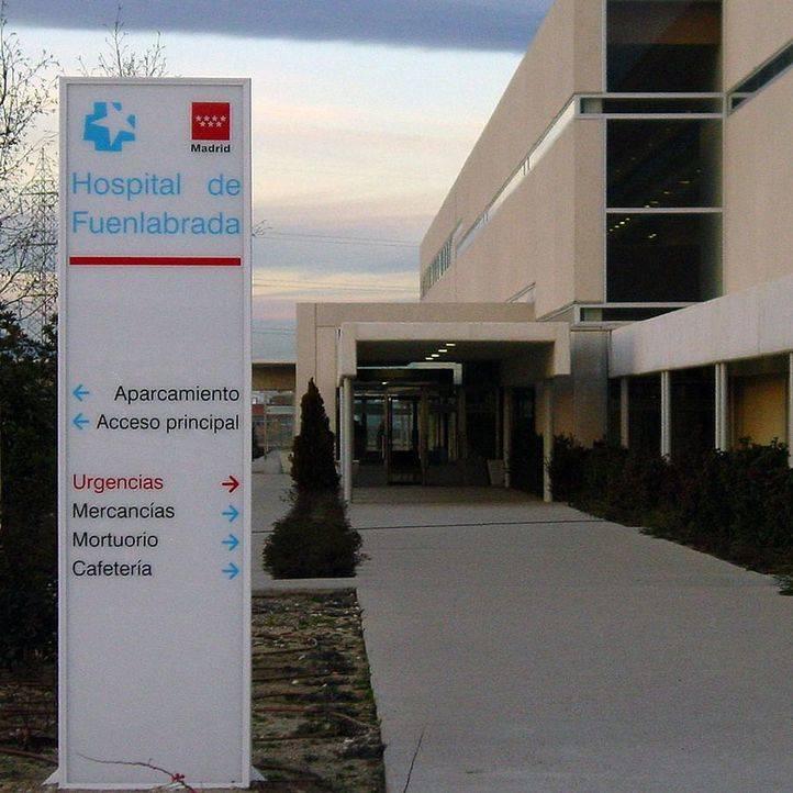 Sanidad abre expediente informativo tras hallar un muerto en los jardines del hospital de Fuenlabrada