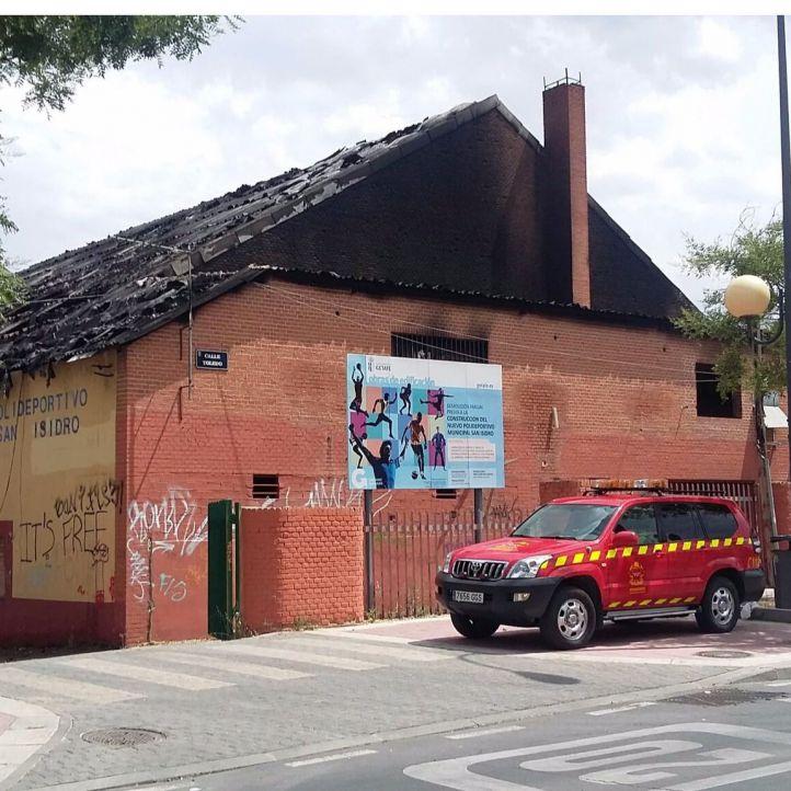 Arde el polideportivo abandonado de San Isidro, en Getafe