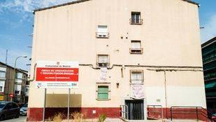 Cartel del programa de rehabilitación en la Colonia Experimental de Villaverde.