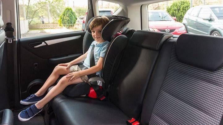 Sillas de coche la nueva normativa de tr fico para llevar for Sillas para ninos coche