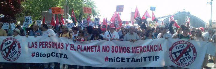 Decenas de colectivos protestan contra el CETA con Canadá