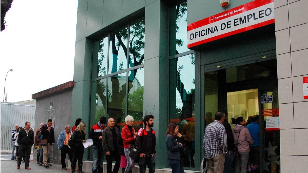 El paro sube en personas en septiembre hasta los for Oficinas del paro madrid