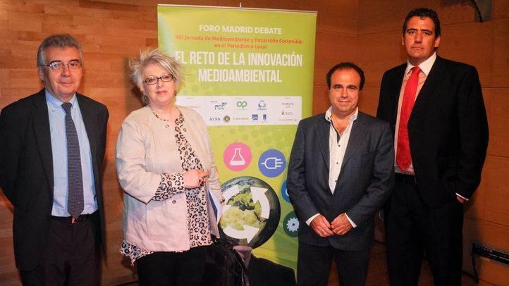 Pedro Montoliú, presidente de honor de la jornada junto a los ponentes Pilar Pereda, Carlos Horcajada y Juan Carlos Lurueña