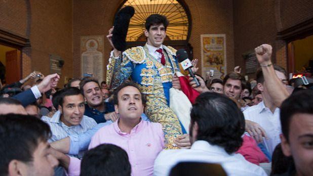 Feria de Otoño: Puerta Grande para un López Simón torerazo y heroico