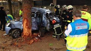 Un muerto y un herido muy grave tras impactar contra un árbol con su coche en Nuevo Baztán