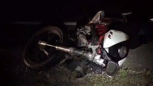 La moto que fue arrollada por un vehículo en el kilómetro 17 de la carretera M-111
