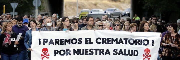 Marcha contra la construcción de un crematorio en el tanatorio de la M-40