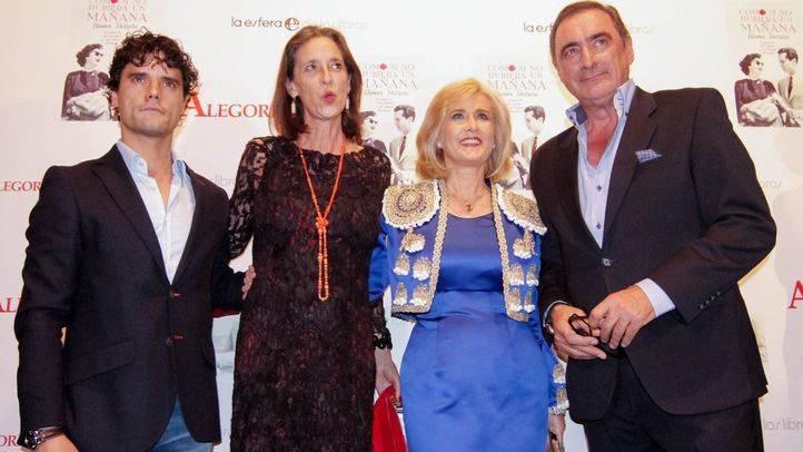 Presentación del libro 'Como si no hubiera un mañana' de Nieves Herrero y presentado por Carlos Herrera, Paola Dominguín y Miguel Abellán en la sala Alegoría.