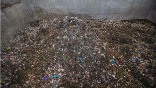 Basura en la planta de reciclaje de Valdemingomez