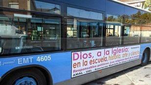 El 'bus ateo' circula de nuevo por Madrid para protestar por la religión en los colegios