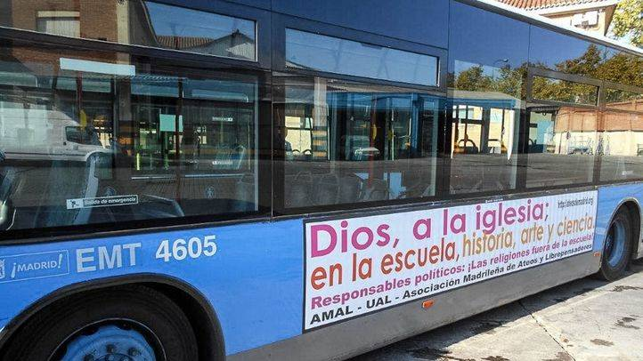 El 'bus ateo' circula de nuevo por Madrid para protestar por la religi�n en los colegios