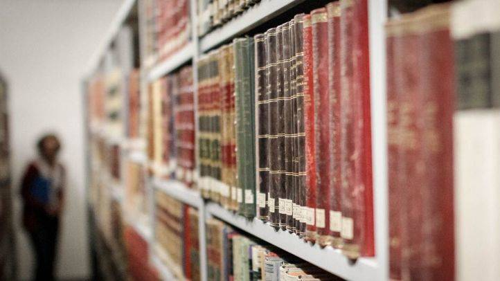 Los libros de la Biblioteca Histórica salen de la 'UVI'
