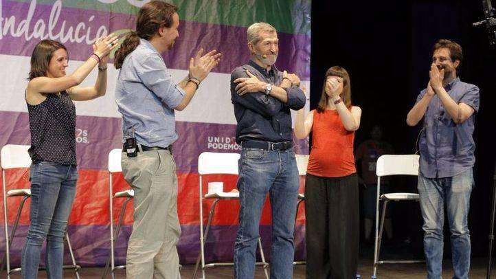 Julio Rodríguez, junto a dirigentes de la cúpula de Podemos.