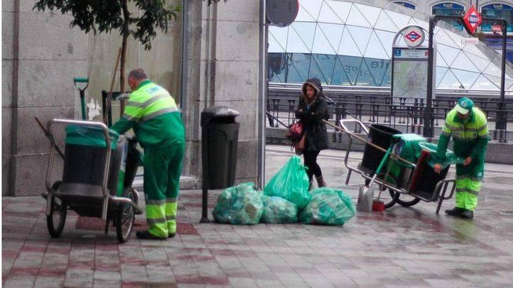 El plan municipal de limpieza intensiva llega a partir del lunes a otros 18 barrios de la capital