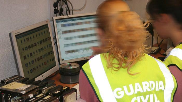 La Guardia Civil investigando delitos telemáticos