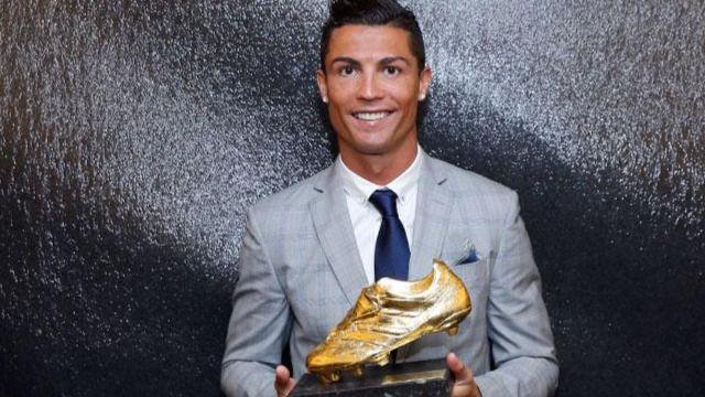 Ronaldo recibe la Bota de Oro 2015