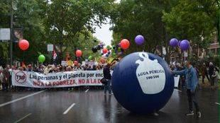 Sindicatos, organizaciones y ciudadanos se manifiestan en Madrid contra la pobreza