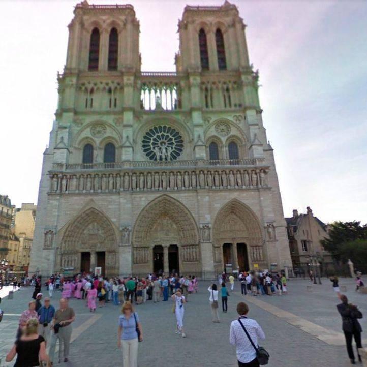 La Policía abate a un hombre armado con un martillo en Notre Dame