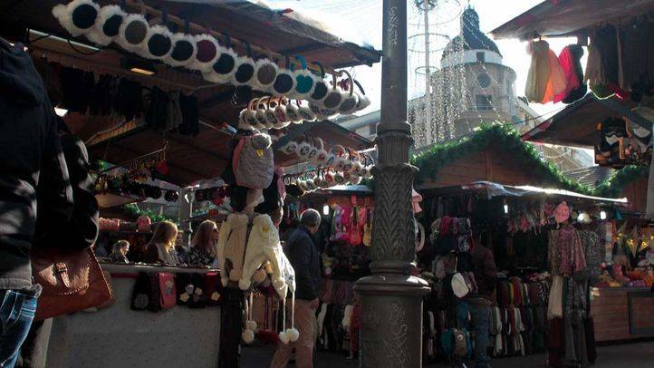 Mercadillo de navidad de la plaza de Jacinto Benavente.