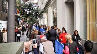 Las colas para entrar al Primark convierten Gran Vía en una 'carrera de obstáculos'