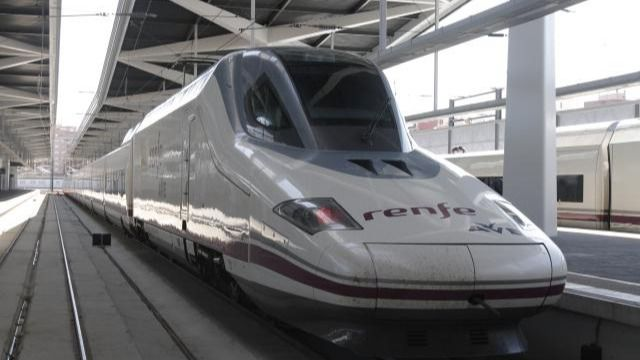 El AVE Madrid-Galicia reducirá su trayecto una hora a partir de 2016