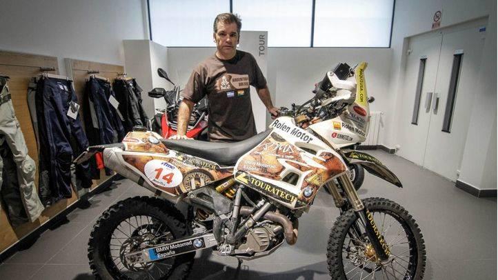 José María García con la moto con la que va a competir.