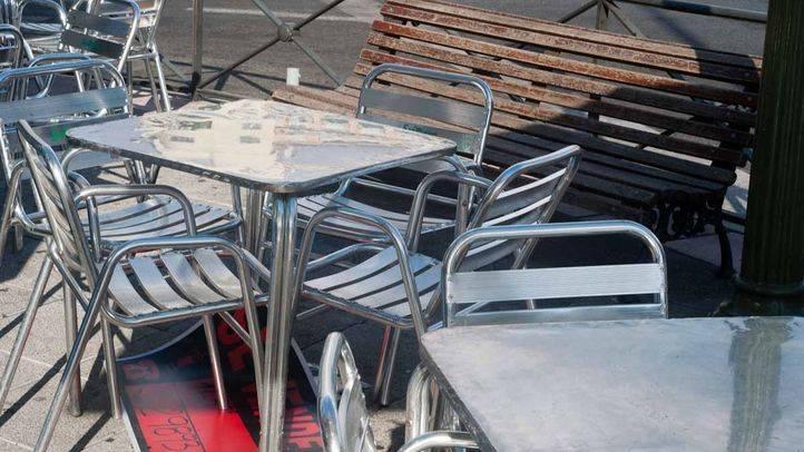 El Ayuntamiento negocia con vecinos y hosteleros para poner coto a las terrazas ilegales