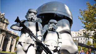Ocho réplicas gigantes de los cascos de Star Wars en las calles de Madrid