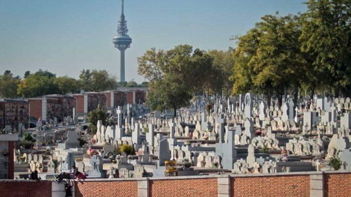 Carmona pide al Ayuntamiento un plan de choque para salvar el Cementerio de la Almudena de su