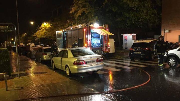 Cuatro intoxicados por inhalación de humo en el incendio de su vivienda en Coslada