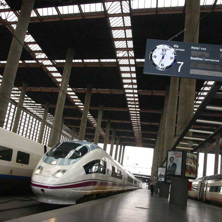 Renfe pone a la venta 100.000 billetes de AVE desde 15 euros para viajar hasta después de Navidad