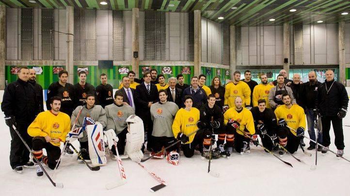 Miembros de la selección nacional del campeonato preolímpico de hockey sobre hielo