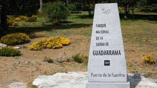 Monolito en el acceso al Parque Nacional de Guadarrama