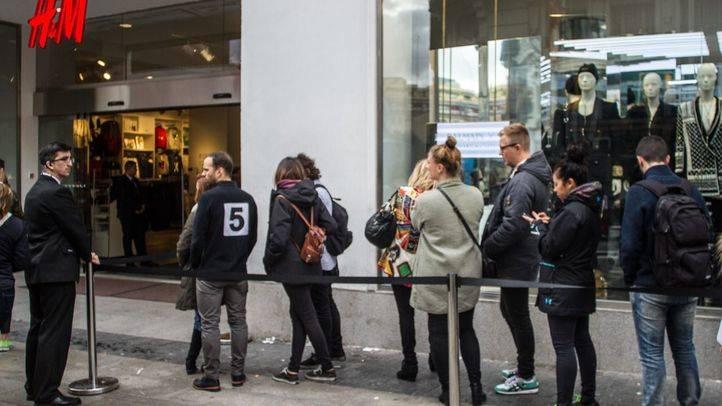 Cola a las puertas de H&M esperando su apertura