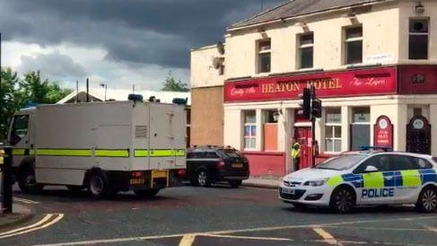 Un hombre armado con un cuchillo retiene a varias personas en un centro de empleo en Newcastle