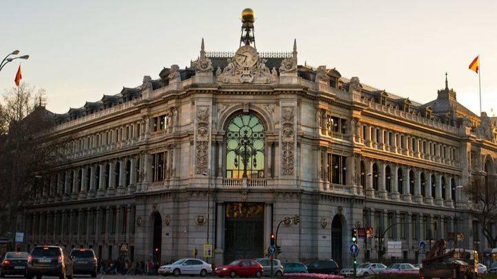 Cortes de acera y del carril bus del Paseo del Prado por obras en el Banco de España