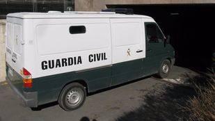 Furgoneta de la Guardia Civil, quienes encontraron el cadáver de la mujer en una alcantarilla de Pinto. (Archivo)