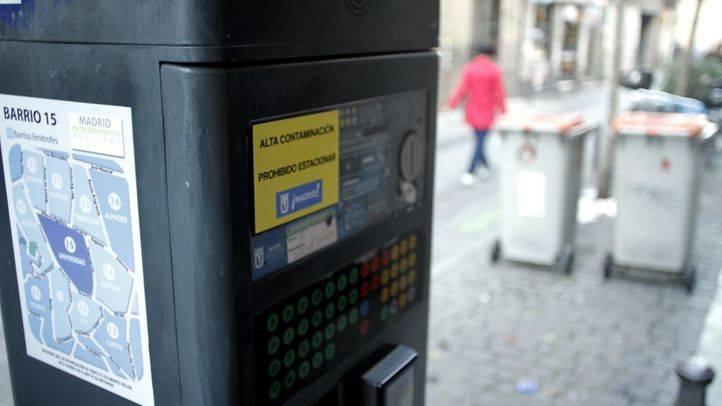 Madrid prohíbe aparcar en el SER a no residentes por la contaminación