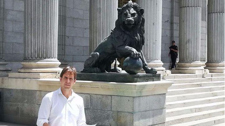 Un fénix magenta: UPyD de Brown fija el 1 de julio para resurgir de sus cenizas