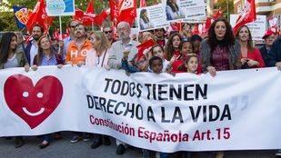 Más de un millar de personas acuden a la VI Marcha por la Vida advirtiendo de la