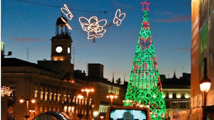 Arbol de luces de navidad en la Puerta del Sol campanadas