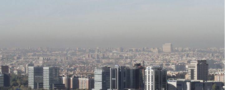 Boina de contaminación vista desde el parque del Tío Pío en Vallecas.